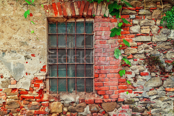 Parça eski terkedilmiş tuğla ev kapalı Stok fotoğraf © rglinsky77