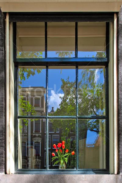 Lale vazo pencere eşiği buket kırmızı arkasında Stok fotoğraf © rglinsky77