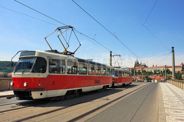 Tranvía puente Praga República Checa rojo famoso Foto stock © rglinsky77