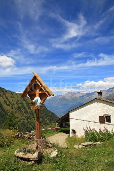 Atravessar rural casa alpes vertical Foto stock © rglinsky77