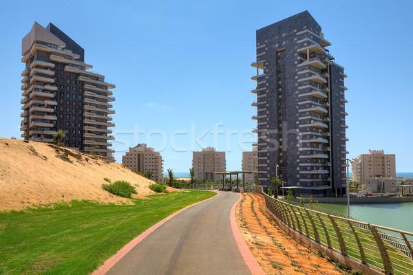 şehir park modern bina çalışma izlemek iki Stok fotoğraf © rglinsky77