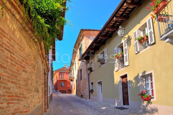 Dar sokak kasaba İtalya eski tuğla duvar Stok fotoğraf © rglinsky77