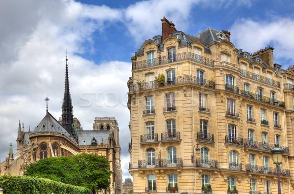 Párizsi épület hölgy Párizs hagyományos Notre Dame-katedrális Stock fotó © rglinsky77
