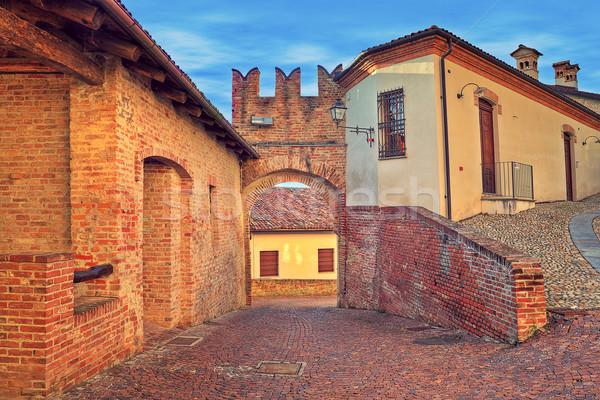 Rue rouge brique médiévale murs étroite Photo stock © rglinsky77