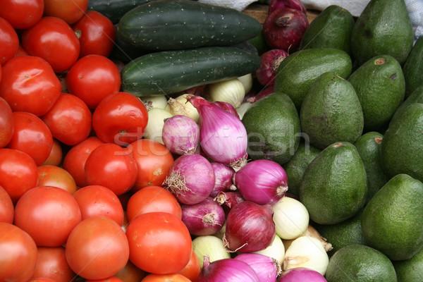 Vegetales mercado frescos pepinos cebollas tomates Foto stock © rhamm