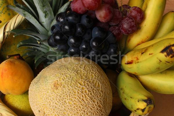 Fruits frais panier raisins melon banane vente Photo stock © rhamm