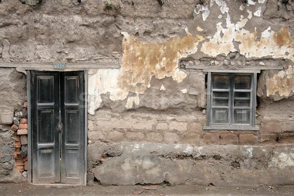 Yıpranmış kapı pencere ahşap beton duvar Stok fotoğraf © rhamm