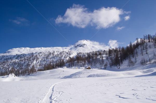 Alpine meer dorp ijzig landschap vol Stockfoto © rmarinello