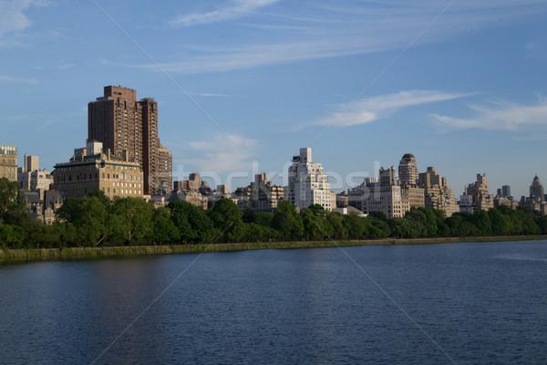 Kant west gebouwen skyline amerika vijver Stockfoto © rmbarricarte