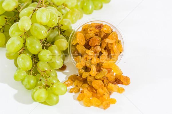 Passas de uva uvas verdes branco comida fundo verde Foto stock © robinsonthomas