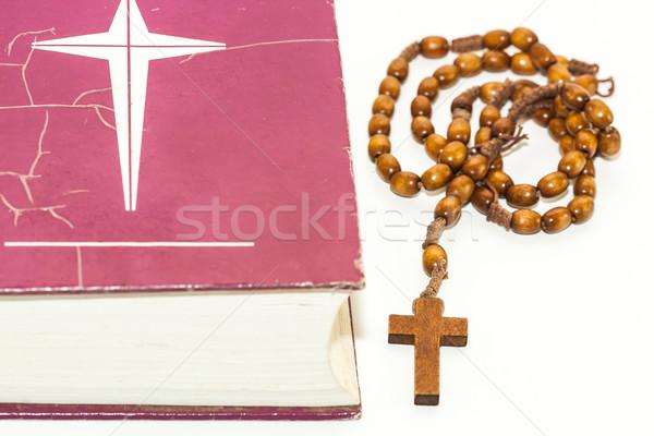Rosario rojo Biblia blanco Jesús oración Foto stock © robinsonthomas