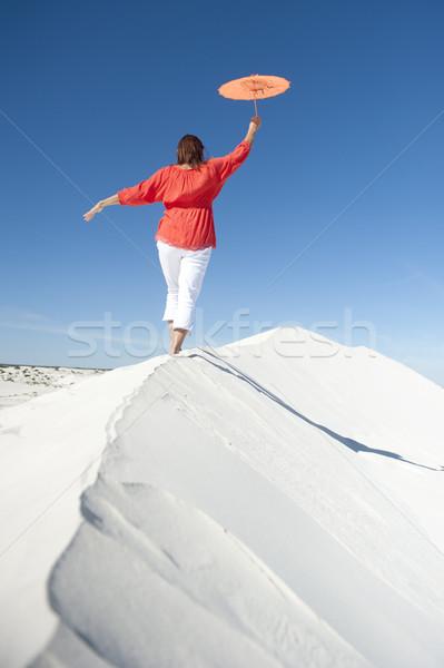 女性 バランス 砂漠 砂丘 リム 成熟した女性 ストックフォト © roboriginal