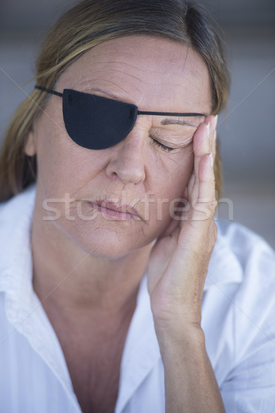 ストックフォト: 疲れ果てた · 女性 · 眼 · パッチ · 肖像 · 疲れ