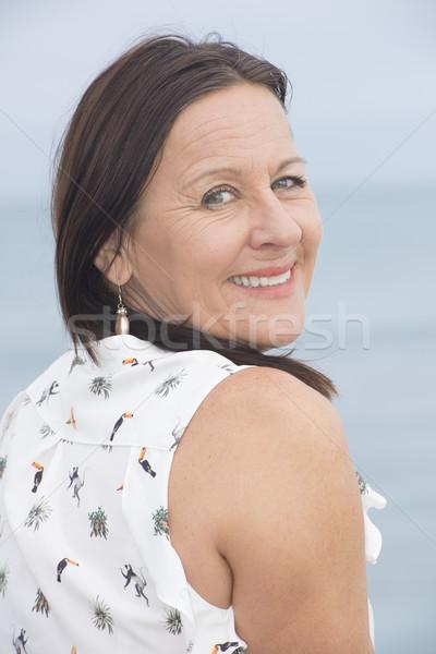 Foto stock: Feliz · mulher · madura · ao · ar · livre · retrato · amigável