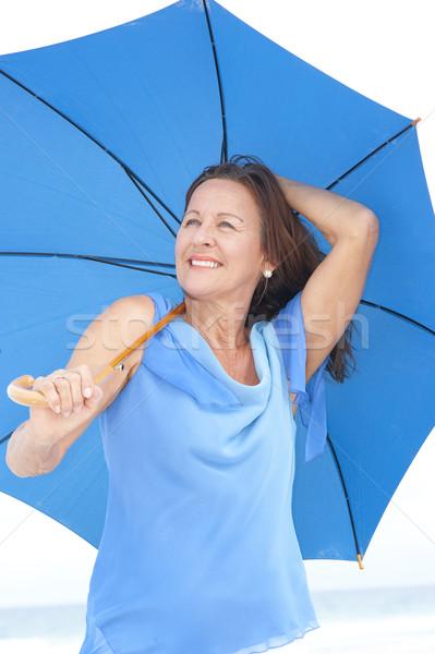 Stockfoto: Portret · aantrekkelijk · rijpe · vrouw · strand · permanente · gelukkig