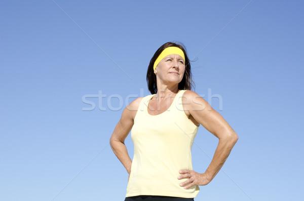 Aktif olgun kadın yalıtılmış açık portre uygun Stok fotoğraf © roboriginal