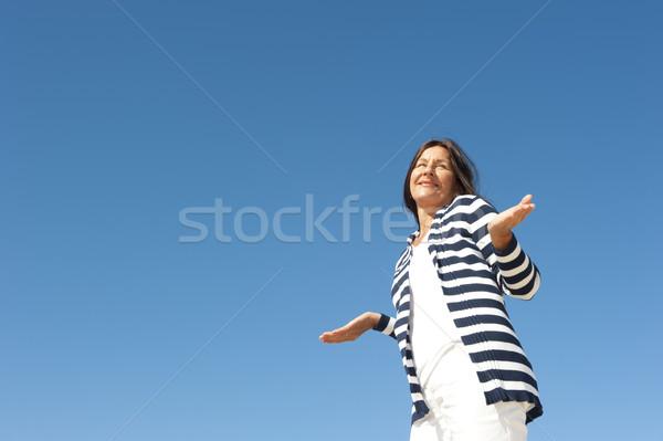Masum olgun kadın gökyüzü portre mutlu komik Stok fotoğraf © roboriginal