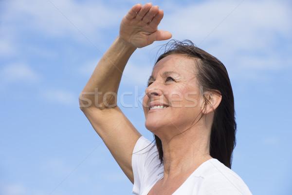 Positief gelukkig vriendelijk rijpe vrouw portret aantrekkelijk Stockfoto © roboriginal