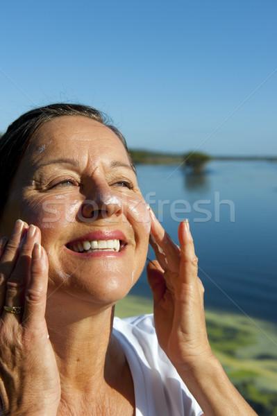 Donna cancro della pelle protezione ritratto attrattivo donna matura Foto d'archivio © roboriginal