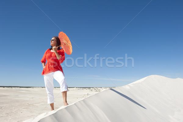женщину пустыне песчаная дюна привлекательный Сток-фото © roboriginal