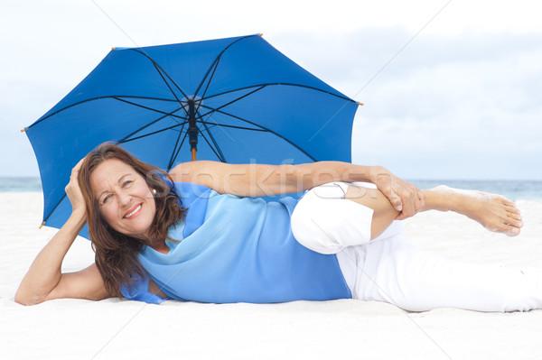 Stockfoto: Gelukkig · rijpe · vrouw · strand · portret · aantrekkelijk