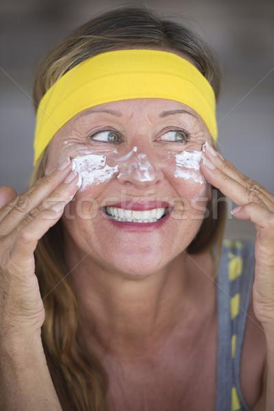 Hautpflege Lotion Schutz reife Frau Porträt sportlich Stock foto © roboriginal