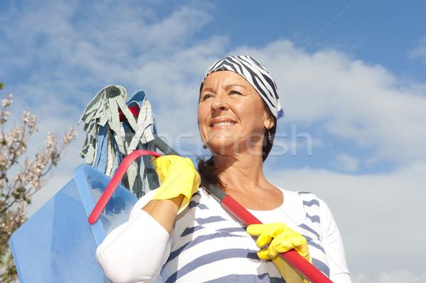 Pulizie di primavera donna outdoor ritratto maturo pulizia Foto d'archivio © roboriginal