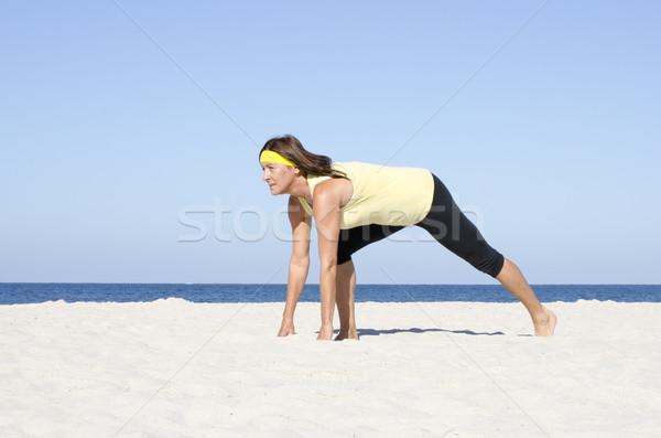 Vrouw actief pensioen strand sport portret Stockfoto © roboriginal