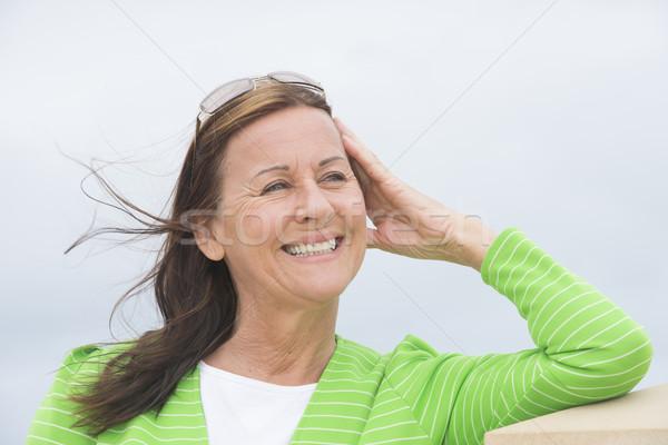 Accueillant femme souriante portrait heureux séduisant Photo stock © roboriginal