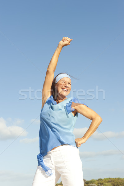 Sikeres boldog érett nő szabadtér portré gyönyörű Stock fotó © roboriginal
