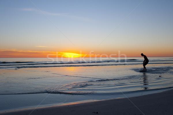 Internaute coucher du soleil paisible océan silhouette Photo stock © roboriginal