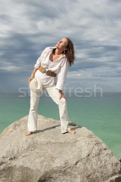 魅力的な 成熟した女性 海 肖像 白 立って ストックフォト © roboriginal