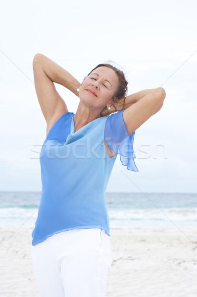 Portret rijpe vrouw strand mooie vreedzaam Stockfoto © roboriginal