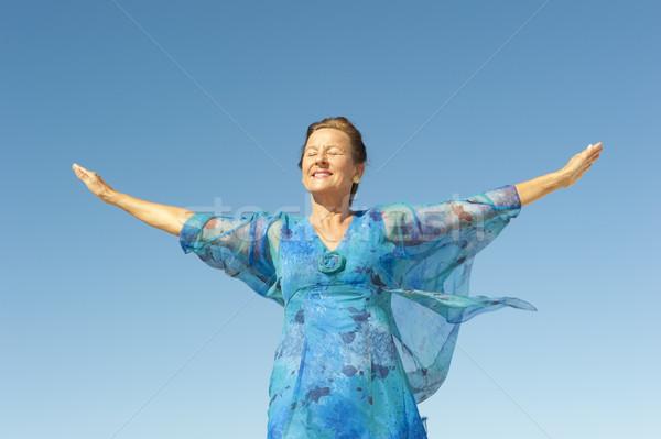 ストックフォト: 肖像 · 幸せ · 成熟した女性 · 孤立した · 空 · エレガントな