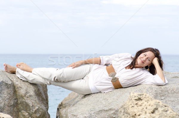 Dostça çekici olgun kadın okyanus portre güzel Stok fotoğraf © roboriginal