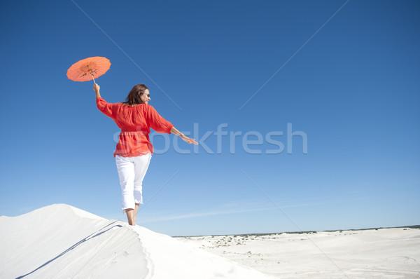 幸せ 成熟した女性 バランス 砂丘 魅力的な 見える ストックフォト © roboriginal