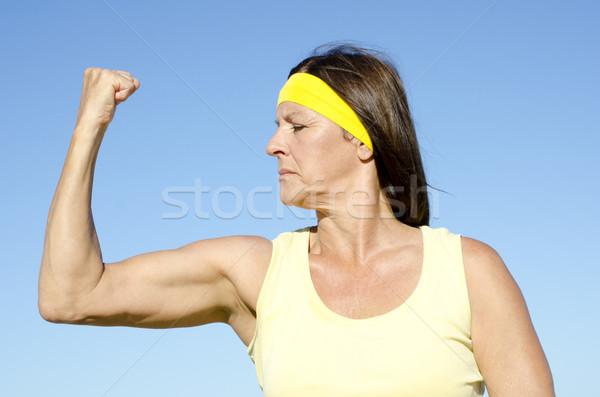 Rijpe vrouw actief pensioen geïsoleerd outdoor Stockfoto © roboriginal