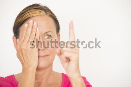 Reife Frau Schwerpunkt Sehvermögen Porträt anziehend Stock foto © roboriginal