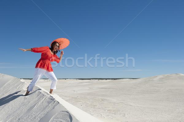 Femme danse équilibrage dune de sable belle regarder Photo stock © roboriginal