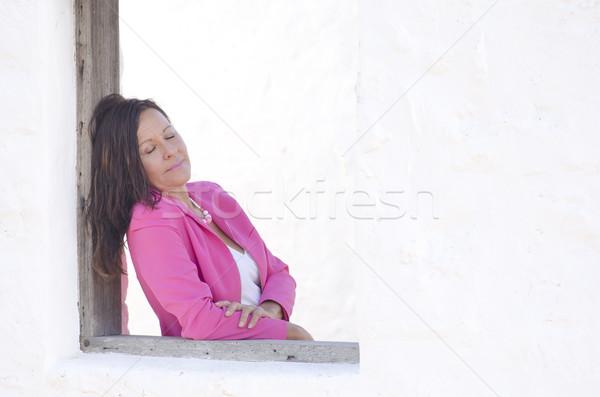 ストックフォト: セクシー · 成熟した女性 · 孤立した · 白 · 屋外
