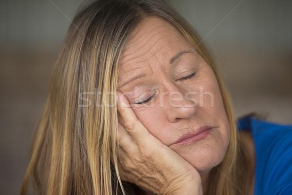 Ritratto annoiato solitaria assonnato donna Foto d'archivio © roboriginal