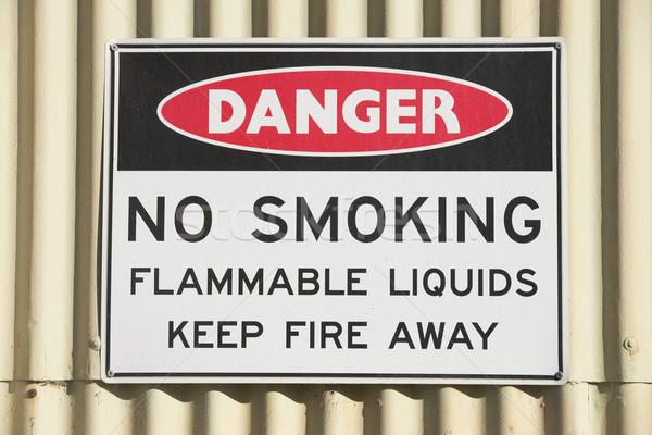 Gevaar teken gebouw outdoor geen open vuur Stockfoto © roboriginal