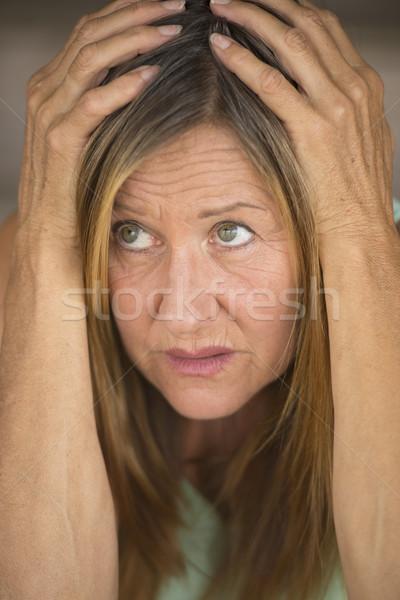 Bange vrouw handen hoofd portret aantrekkelijk Stockfoto © roboriginal