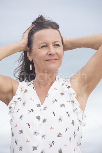 Stockfoto: Vriendelijk · rijpe · vrouw · portret · aantrekkelijk · outdoor · armen