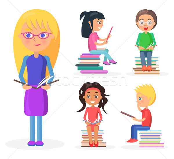 Stok fotoğraf: Kız · kitap · okuma · çocuklar · gözlük