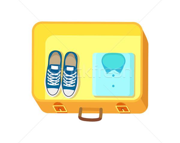 Schoenen shirt bagage Geel boven bagage Stockfoto © robuart