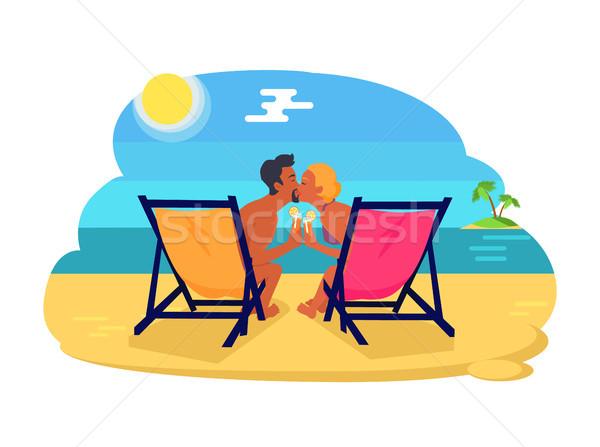 Pár csók vízpart emberek iszik koktélok Stock fotó © robuart