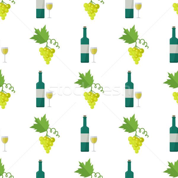Vinho branco uvas verdes monte vidro garrafa Foto stock © robuart