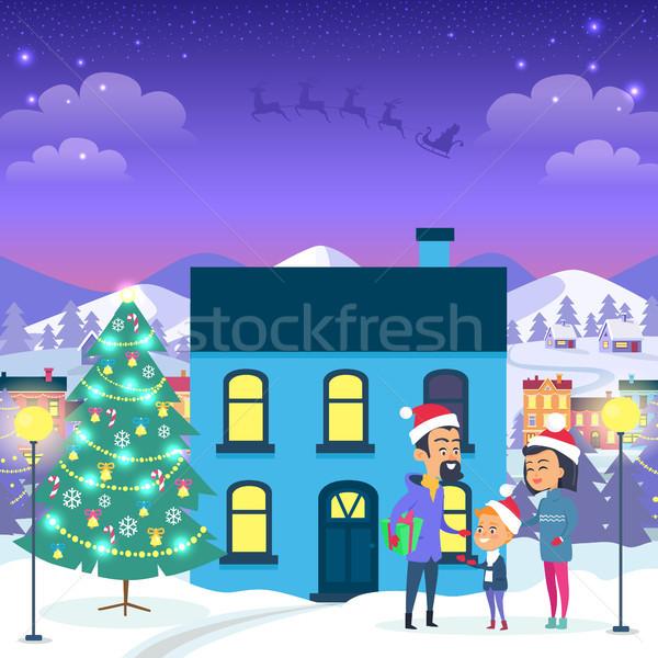Foto stock: Familia · feliz · urbanas · casa · árbol · de · navidad · azul · decorado