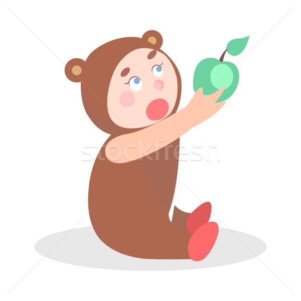 Сток-фото: мало · ребенка · несут · костюм · яблоко · Cartoon